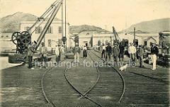 Historische Hafenszene der Insel Sao Vicente / Kap Verde - Hafenkräne, Bahngleise.