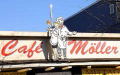 Legendäres Café Möller an der Reeperbahn, Hamburg St. Pauli. Schild im Stil der 1960er Jahre - das Café wurde 2012 nach 59 Jahren geschlossen.