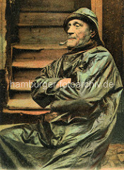Alte colorierte Fotografie eines Fischers  in Ölzeug - Pfeife rauchend / Frankreich.