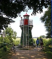 Das Leuchtfeuer Bunthaus hat die Schifffahrt ab 1914 bis 1977 mit einem Rundumfeuer auf die Fahrwassertrennung von Norderelbe und Süderelbe hingewiesen.