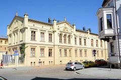 Ehemaliges Amtsgericht Neustrelitz; erbaut 1865 - Entwurf Friedrich Wilhelm Buttel. Heute Nebengebäude des Landessozialgerichts.