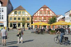 Neuer Markt Waren / Müritz - historische Architektur der Innenstadt.