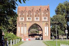 Stargadener Tor in Neubrandenburg - erbaut in der ersten Hälfte des 14. Jahrhunderts - norddeutsche Backsteingotik.