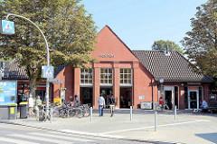 Empfangsgebäude vom U-Bahnhof Fuhlsbüttel - Haltestelle der Linie U1 der Hamburger U-Bahn.