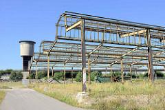 Eisenkonstruktion / Dach einer ehemaligen Güterhalle auf dem Gelände  vom Güterbahnhof  Hamburg Altona; jetzt Baugelände für Wohnungen.