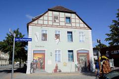 Fassadenmalerei - Brauhaus / Posthalterei, Am Tiefwarensee in Waren / Müritz.