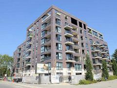 Moderner Neubau / Wohnungsbau in Hamburg Barmbek Nord - mehrgeschossige Wohnblock bei der Fuhlsbüttler Straße 284 / Ecke Langenfort.
