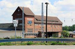 Historische Backsteinarchitektur - Fabrikgebäude Am Alten Bahndamm in Waren / Müritz.