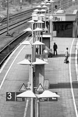 Bahnsteig / Lampen, Beleuchtung am Bahnsteig vom Bahnhof Maschen.