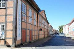 Historische Fachwerkarchitektur in Neubrandenburg / Pfaffenstraße - Schauspielhaus; erbaut ab 1780.