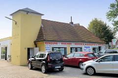Ehemaliges Gebäude der Freiwilligen Feuerwehr(?) in Maschen, jetzt Nutzung als Wäscherei / Reinigung.