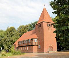 Evangelisch-lutherische Kirche Lutherkirche im Hamburger Stadtteil Wellingsbüttel - geweiht 1937, Architekten Hopp & Jäger.