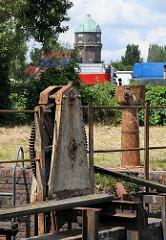Die Mechanik der historischen Schleuse am Schmidt-Kanal ist verrostet und nicht mehr funktionstüchtig.