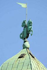 Spitze vom Juliusturm - Kupferfigur /Holstenritter mit Fahne; Holstenbrauerei in Hamburg Altona Nord.