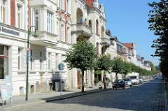 Mehrstöckige Gründerzeithäuser, Wohnhäuser mit Geschäften im Erdgeschoss; Architektur in Neustrelitz, Elisabethstraße..