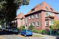 Kubische Mehrfamileinhäuser mit Dachausbau und unterschiedlichem Balkonausbau - Architktur in Neubrandenburg.