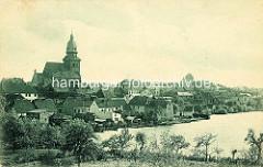 Alte Ansicht von Waren an der Müritz - Blick auf die Häuser am Ufer des Sees - St. Marienkirche.