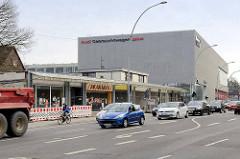 Seit 2011 größtenteils leerstehende Ladenzeile an der Langenhorner Chausse / Ecke Stockflethweg in Hamburg Langenhorn.