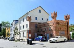 Alt + neu; historische Reste vom Torhaus am ehem. Güstrower Tor in Waren / Müritz.