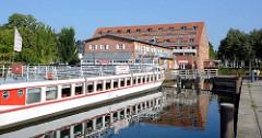 Anlegestelle für Fahrgastschiffe in Waren / Müritz - umgebautes Speichergebäude / Ferienwohnungen.