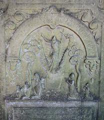 Historische Grabplatte auf dem Friedhof von Hamburg Kirchwerder - Norddeutschlands größte Sammlung von Grabplatten.