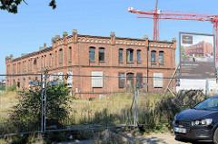 Das unter Denkmalschutz stehende Backsteingebäude des als Kleiderkasse bezeichneten Lagergebäudes in  Hamburg Altona.