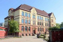 Schulhof und Rückseite der Theodor Haubachschule Hamburger Stadtteil Altona-Nord