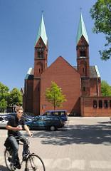 Die Wilhelmsburger St. Bonifatiuskirche wurde 1898 eingeweiht - 1964 fand ein Umbau der Kirche statt.
