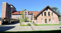 Gebäude Alte Waage im Hafengebiet von Neustrelitz - Neubauten und und historische Industriearchitektur, beim Hafen von Neustrelitz.