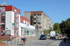 Geschäftshaus - Wohnhäuser; moderne Architektur in der Katharinenstraße / Katharinenviertel in der Stadt Neubrandenburg.