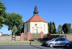 Gutskapelle / Kirche Weisdin - barocke Kirchenarchitektur aus dem 18. Jahrhundert. Grundform eines regelmäßigen Oktogons.