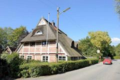 Restauriertes Fachwerkgebäude / Bauernhaus direkt am Kirchwerder Hausdeich in Hamburg Kirchwerder.
