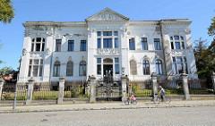 Denkmalschutz in Neustrelitz, klassizistische Architektur - ehemalige Mecklenburg-Strelitzer Hypothekenbank.