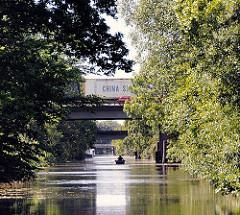 Brücke der Wilhelmsburger Reichsstrasse über den Ernst-August-Kanal - es fahren dort täglich bis zu 55 000 KfZ. Die Strasse wurde 1939 gebaut und zerschneidet Wilhelmsburg.