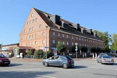 Ehem. Speichergebäude am Alten Hafen von Waren / Müritz, Kietzspeicher  - jetzt Einkaufspassage.