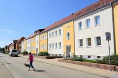 Westsiedlung Waren, erbaut zwischen 1936 - 1941. Wohnblocks mit farblich abgesetzter Fassade.