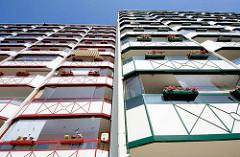 Neubauten / Mietswohnungen, farbige Balkonverkleidungen - Wohnblock in Waren / Müritz.
