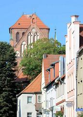Hausgiebel in der Kirchenstraße von Waren; St. Georgen.