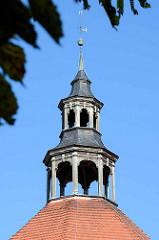 Kirchturm  der Gutskapelle / Kirche Weisdin - barocke Kirchenarchitektur aus dem 18. Jahrhundert. Grundform eines regelmäßigen Oktogons.