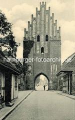 Altes Bild vom Stargadener Tor - Blick zur Stadt Neubrandenburg.