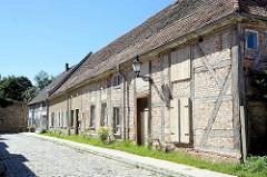 Historische, verfallenes Fachwerkgebäude - Architektur in Neubrandenburg.