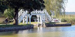 Weisse Brücke am Zierker See in Neustrelitz - ehem. Dampferanlegestelle.