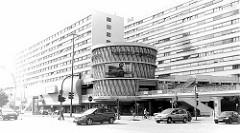 Blick über die Hamburger Straße zum Einkaufszentrum Hamburger Meile im Stadtteil Barmbek Süd