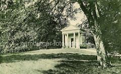 Historischer Ansicht vom Mausoleum der Königin Luise / Louisentempel, Schlosspark in Neustrelitz.