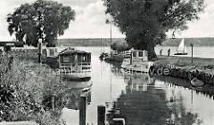 Historische Ansicht vom Alten Hafen in Waren an der Müritz - Sportboote / Motorboote