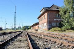Alter Güterbahnhof - Bahngleise in Waren / Müritz.