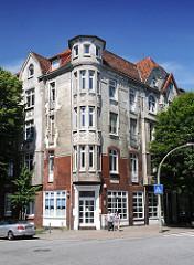 Wohngebäude in der Veringstrasse - an der Hausecke befindet sich ein runder Erker mit Gründerzeit-Stuck.