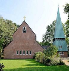 Evangelisch-lutherische Christophorus-Kirche in Hamburg-Hummelsbüttel - erbaut 1953, Architekten  Bernhard Hopp und Rudolf Jäger.