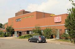 Verwaltungsgebäude der Deutschen Bahn am Rangierbahnhof von Maschen.