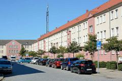 Blick durch die Friedländer Stasse zum Polizeipräsidium in Neubrandenburg.
